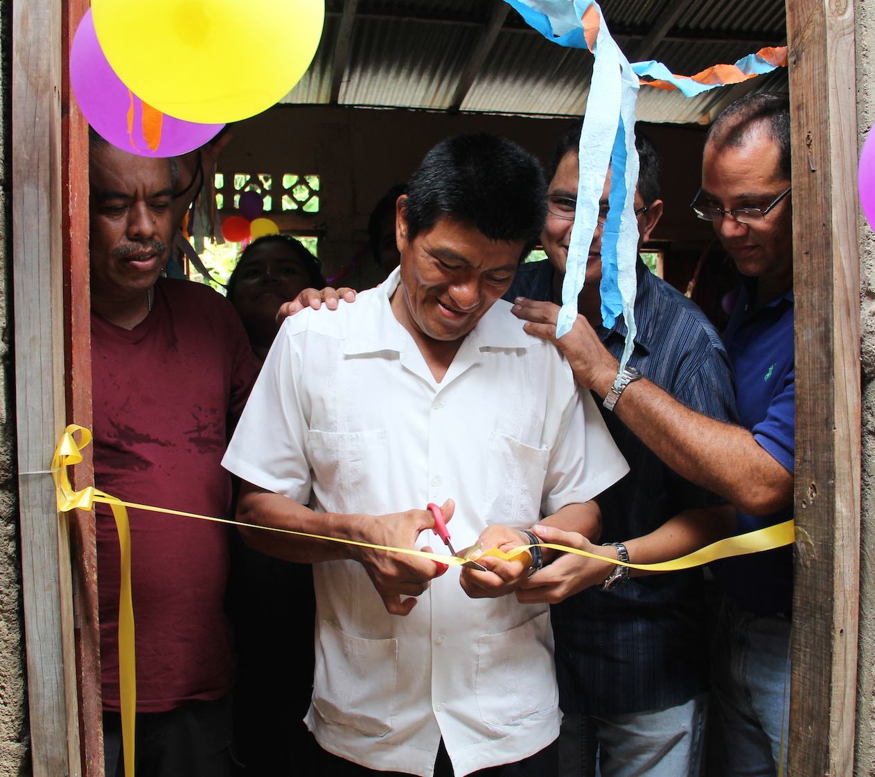 Iglesia Aposento Alto's Pastor Eucebio Caceres cuts the ribbon at the official launch of the LCI